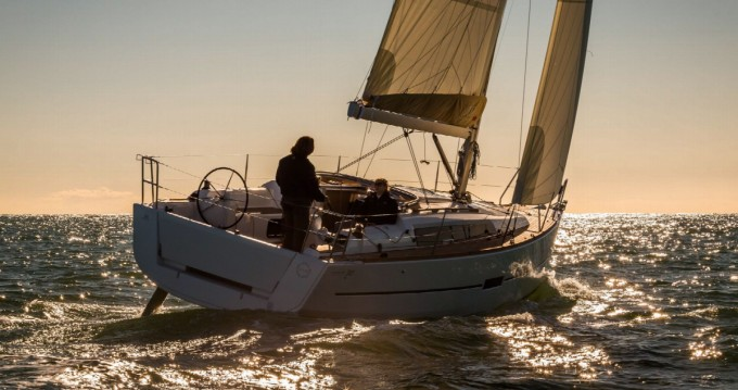 Barca a vela a noleggio a Arzon al miglior prezzo