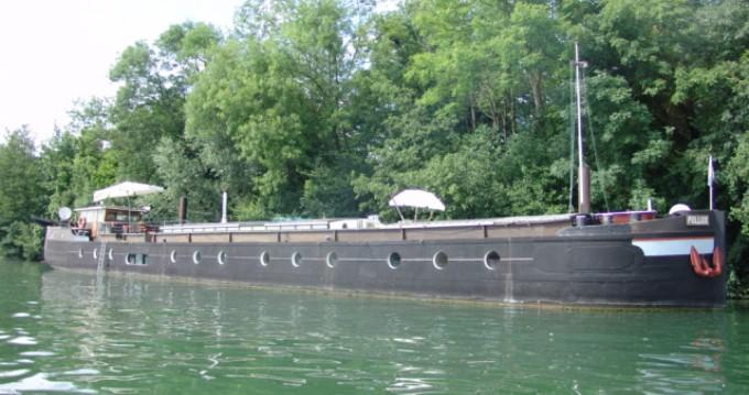 Noleggio Houseboat Camper & Nicholsons con patente nautica