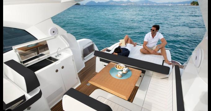 Noleggio barche Napoli economico Leader 36 Sportop