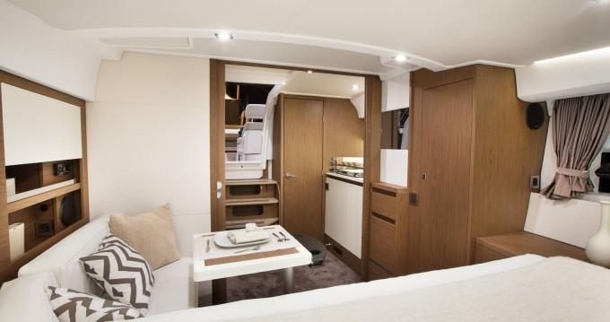 Noleggio Barca a motore con o senza skipper Jeanneau a Napoli