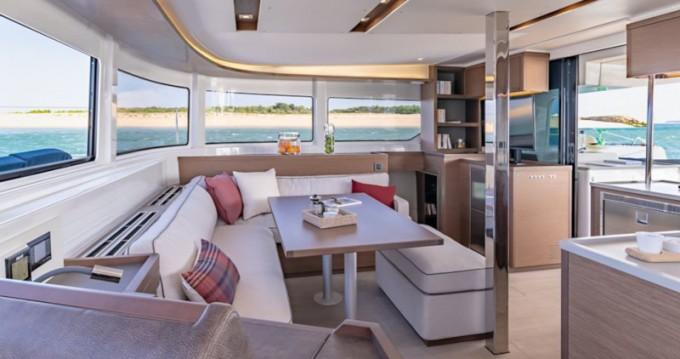 Noleggio Catamarano a Tropea – Lagoon Lagoon 46
