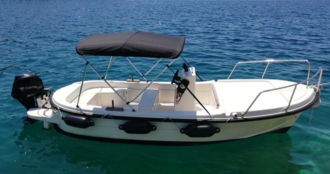Noleggio Barca a motore con o senza skipper Betina a Milna