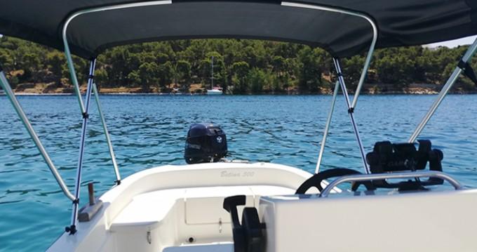 Noleggio barche Milna economico Open 500