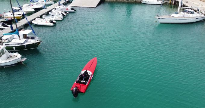 Noleggio Barca a motore con o senza skipper Nitra Boats a Crotone