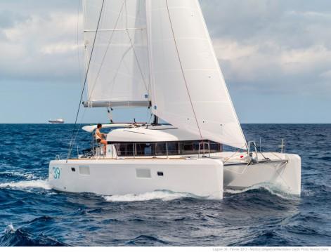 Noleggio Catamarano con o senza skipper Lagoon a Napoli
