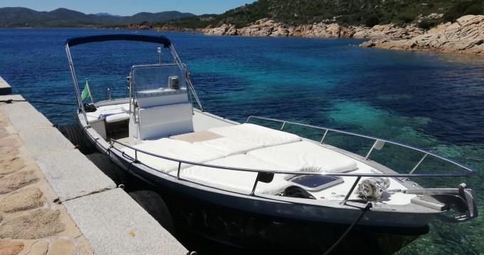 Noleggio Barca a motore con o senza skipper Cantieri-Parente a Golfo Aranci