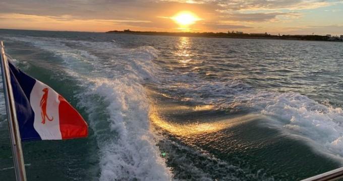 Noleggio barche Maxum Maxum 2700 SRC a La Rochelle su Samboat