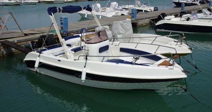 Noleggio Barca a motore Bluline con patente nautica