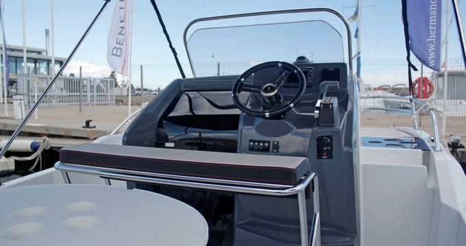 Noleggio Barca a motore a Barcellona – Bénéteau Flyer 5.5 SUNdeck