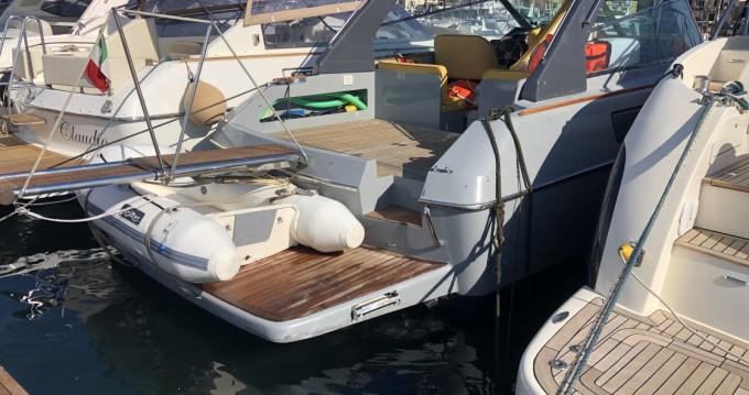 Noleggio barche Squalo 35 linea assi a Baia su Samboat