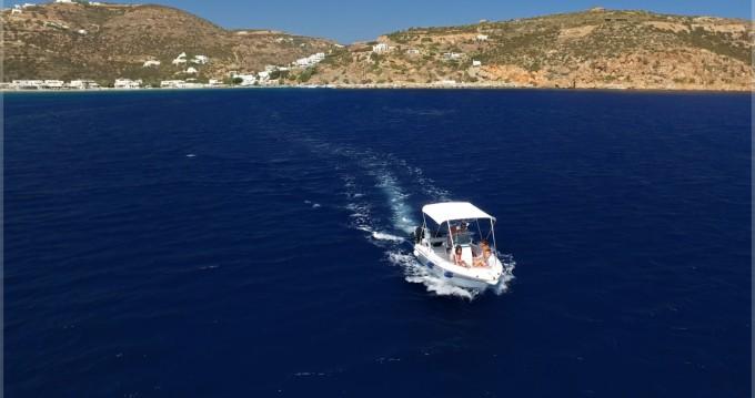 Noleggio Barca a motore con o senza skipper Olympic a Platys Gyalós