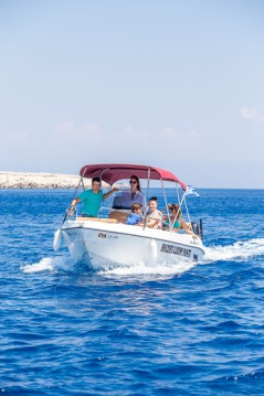 Noleggio Barca a motore Karel con patente nautica
