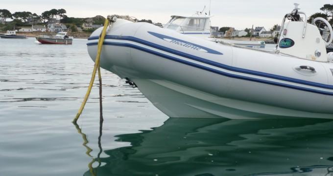 Barca a motore a noleggio a Carantec al miglior prezzo